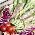 Salada de Rosbife com Pepino e Pão Sírio